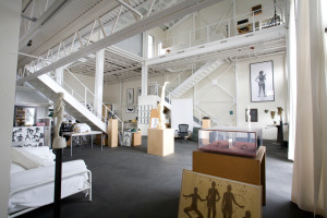 Anjelica-Huston-Venice-compound-Winward14-interior